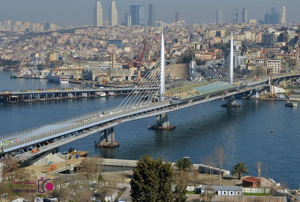 پل گولدن هورن یا شاخ طلایی تنگه بسفر ترکیه